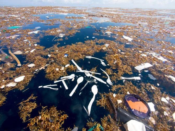 """Un """"mar de basura"""" invade las costas de Centroamérica"""