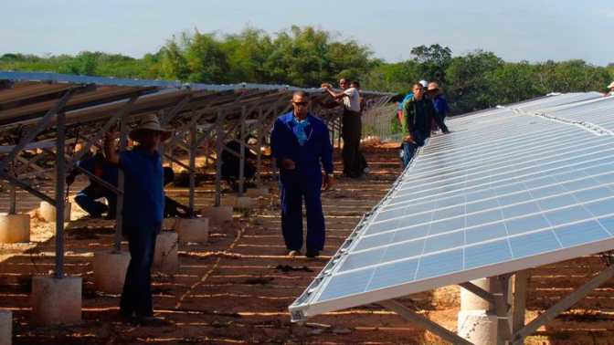 Dispone el país de 34 parques solares fotovoltaicos