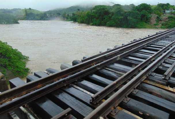 Cerrada-la-circulación-ferroviaria-entre-Zaza-del-Medio-y-Sancti-Spíritus-foto-reidel-gallo.jpg